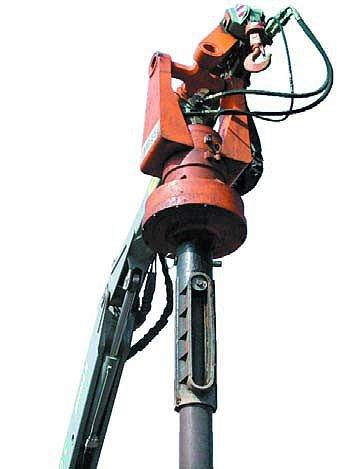 Механизм вращения МВ-85 с патроном для фиксации сваи