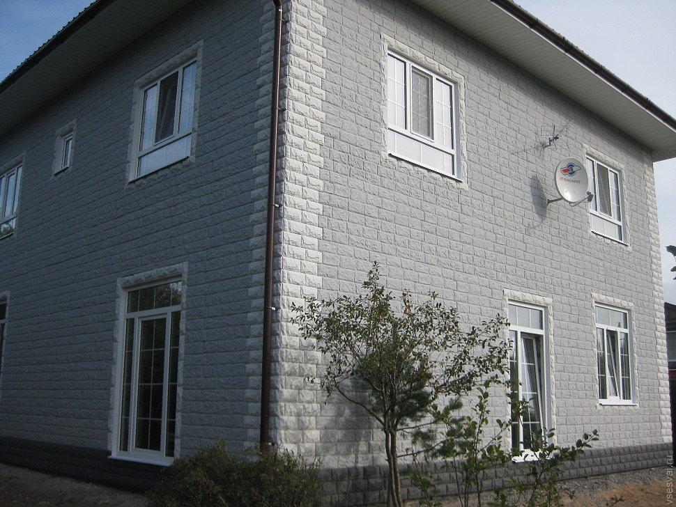 Готовые дом отделанный фасадными панелями